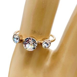 Three crystal ring. Gold plated. adjustable